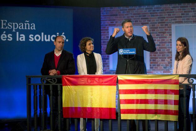 El candidato a la Generalitat de Catalunya por el PP, Xavier García Albiol acompañado por la ministra de Sanidad, Dolors Montserrat, la vicesecretaria general de Estudios y Programas, Andrea Levy.