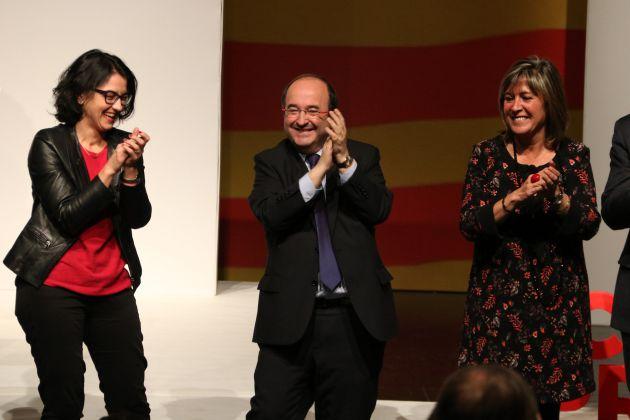 La número dos del PSC el 21-D, Eva Granados, con el cabeza de lista Miquel Iceta, y la alcaldesa de l'Hospitalet, Núria Marín