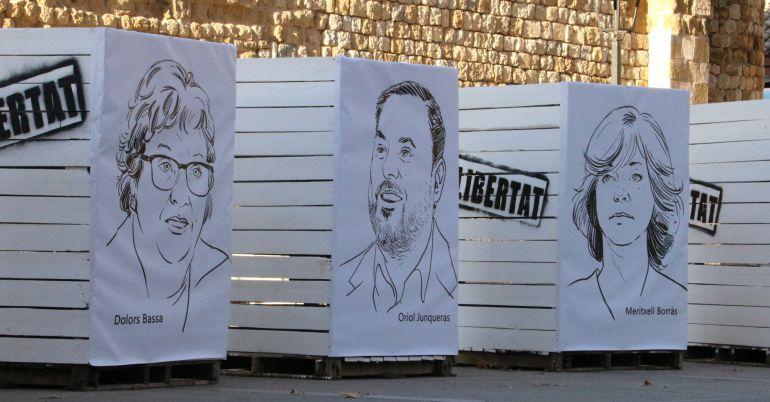 Les escultures amb les cares dels consellers destituïts Dolors Bassa, Oriol Junqueras i Meritxell Borràs