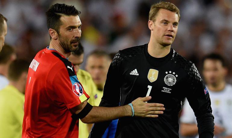Buffon y Neuer, en un partido entre Italia y Alemania.