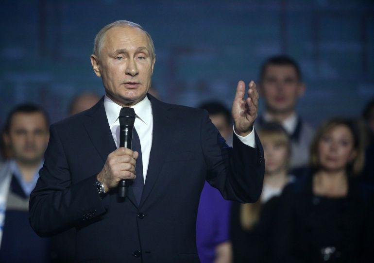 Vladimir Putin confirma ante los trabajadores de una fábrica que se presenta a las presidenciales de 2018