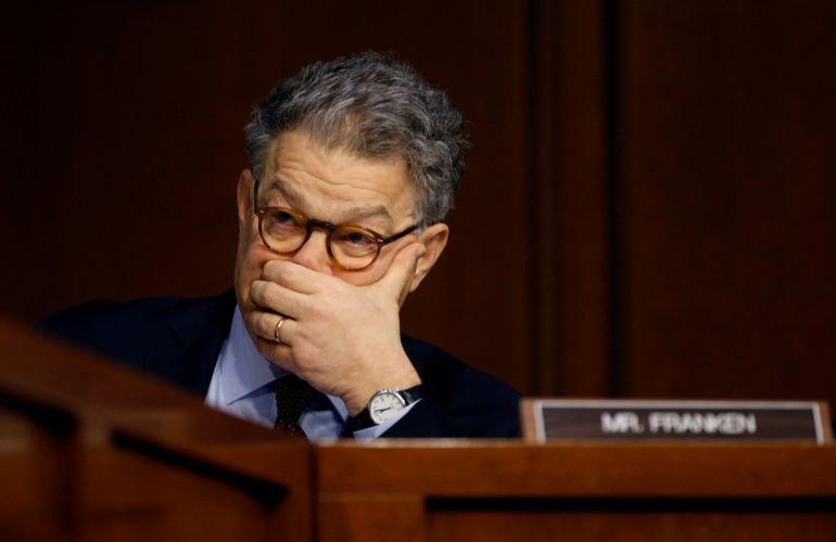 El senador demócrata Al Franken anuncia su dimisión tras ser acusado de acoso