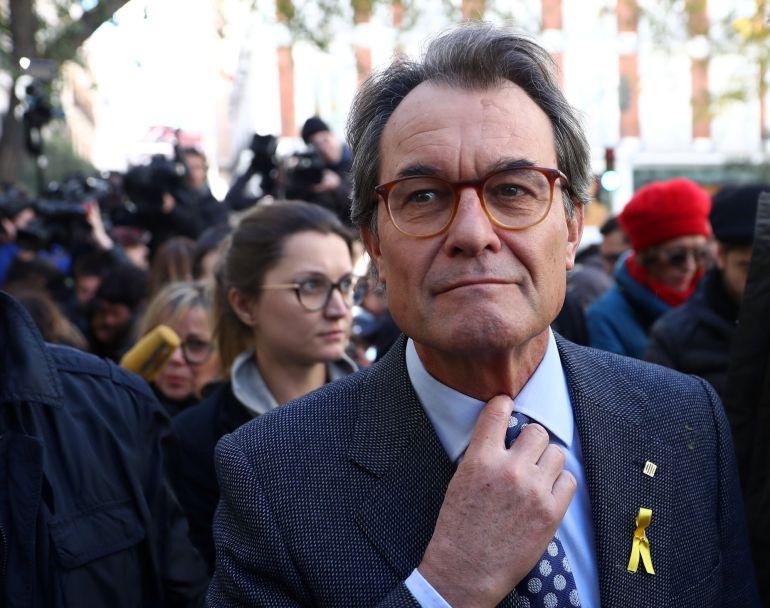 El expresidente de la Generalitat, Artur Mas, el pasado 1 de diciembre a las puertas del Tribunal Supremo donde acudió para pedir la libertad de los exconsejeros en prisión.