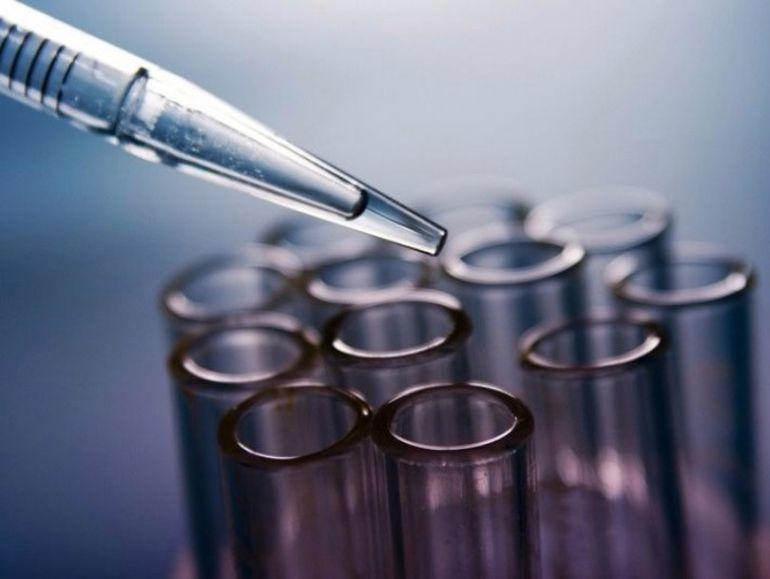 Científicos del Reino Unido han conseguido corregir el defecto que provoca la enfermedad de Huntington, una grave dolencia que destruye las células del cerebro y causa la muerte de las personas afectadas.