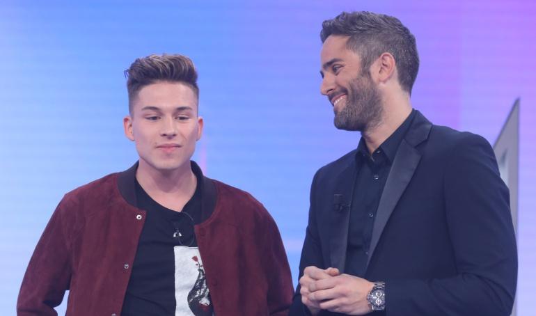 Raoul, último expulsado de 'OT 2017', y el presentador Roberto Leal