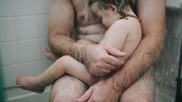 La imagen del marido de Heather Whitten junto a su hijo.