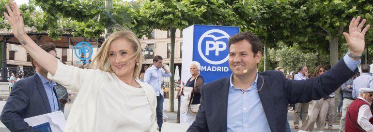 Cristina Cifuentes junto al alcalde de Las Rozas, José de la Uz
