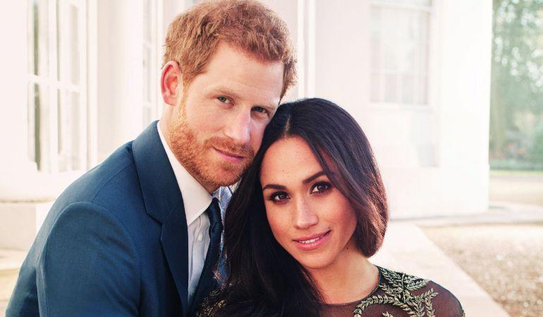 Fotografía oficial del compromiso del príncipe Enrique de Inglaterra y de la actriz estadounidense Meghan Markle realizada por el fotógrafo británico Alexi Lubomirski.