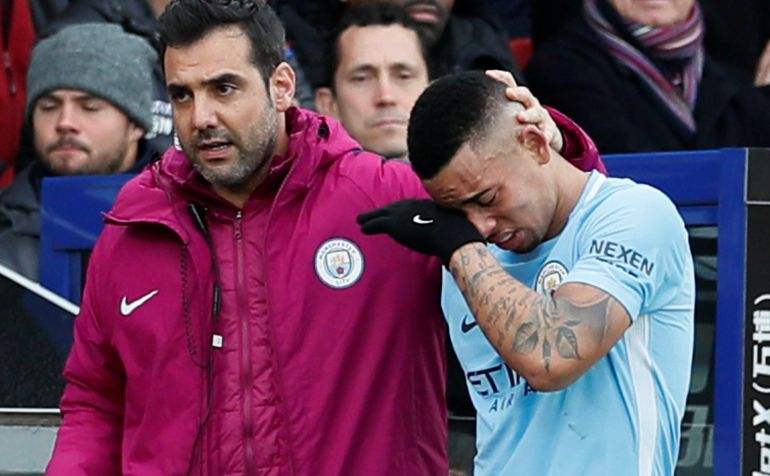 Gabriel Jesus se retira del partido entre el Crystal Palace y el Manchester City.