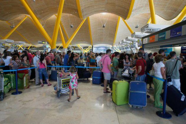 Colas en al Aeropuerto Madrid-Barajas Adolfo Suárez