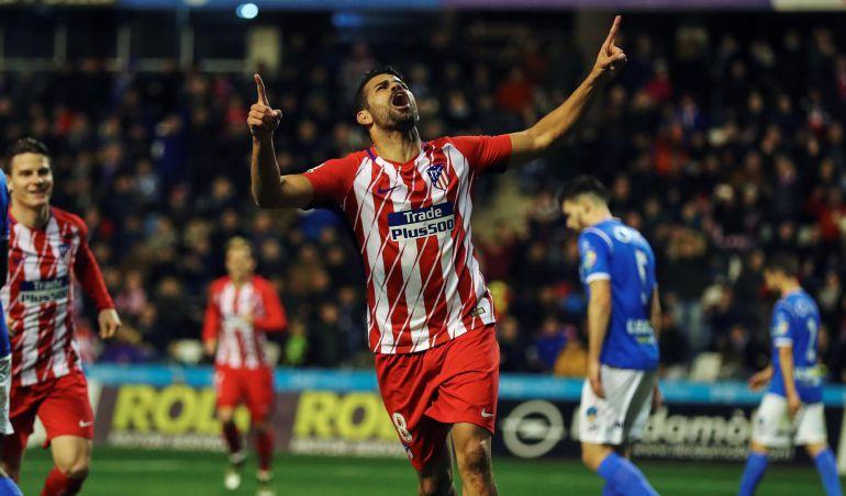 El delantero del Atlético de Madrid, Diego Costa, celebra tras marcar gol ante el Lleida
