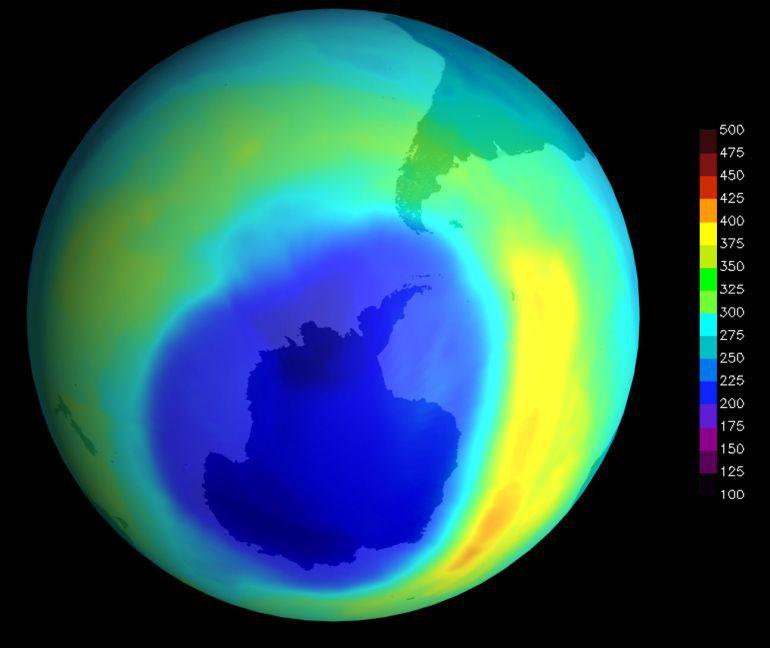 """Imágen de la NASA que muestra la evolución del """"agujero"""" en la capa de ozono."""