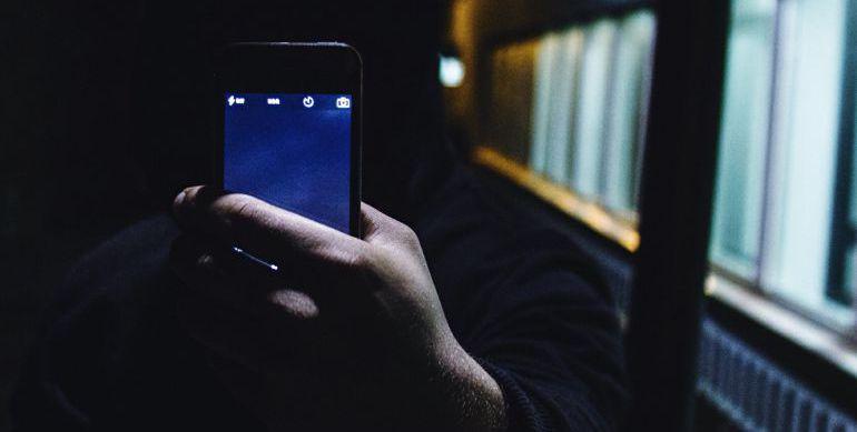 El condenado extorsionó a su víctima a través de mensajes de móvil