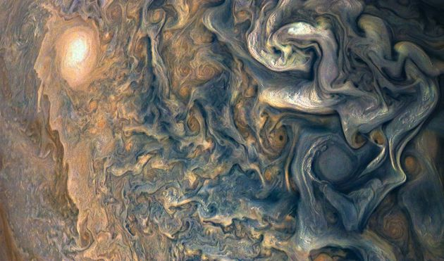 La misión Juno muestra sus nuevas imágenes sobre Júpiter.