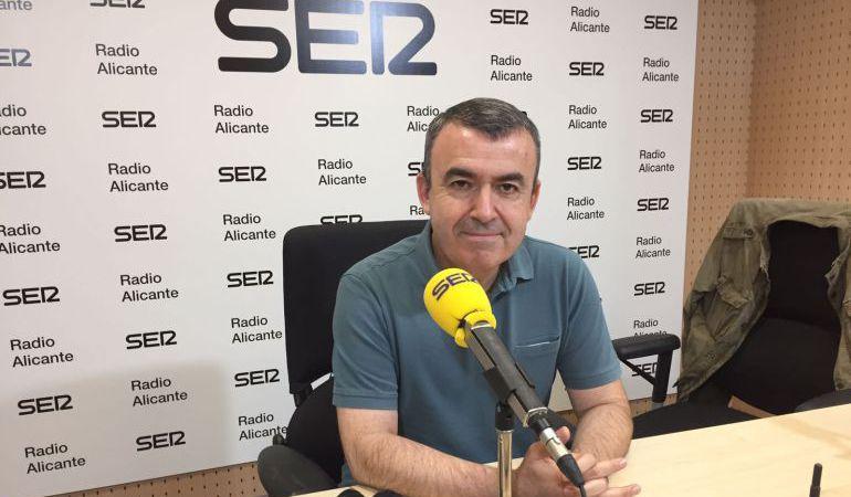 Lorenzo Silva en los estudios de Radio Alicante el pasado mes de julio.