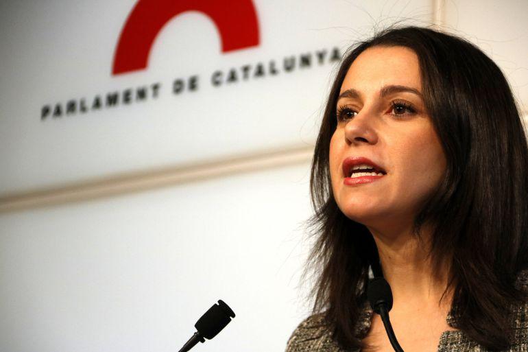 Inés Arrimadas en rueda del prensa en el Parlament