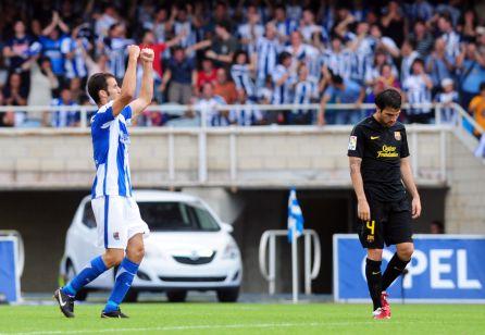 Agirretxe celebrando el gol de la Real Sociedad con un Cesc cabizbajo en 2012