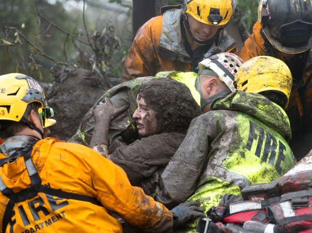 Rescate de una mujer en Montecito.