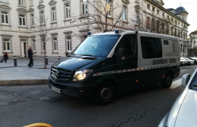 Los 'Jordis' llegan a la Audiencia Nacional en furgón desde Soto del Real