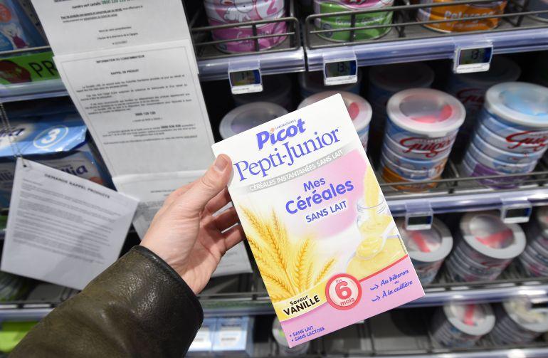 Lactalis ignora la prohibición de vender sus leches maternas infectadas con salmonela.