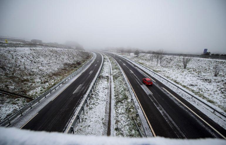 El temporal de nieve afecta ya a más de 80 vías en todo el país