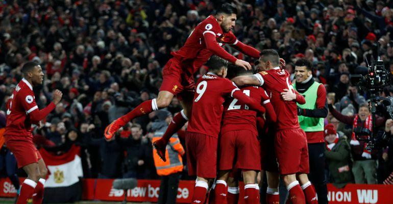 Los jugadores del Liverpool festejan uno de los goles ante el Manchester City