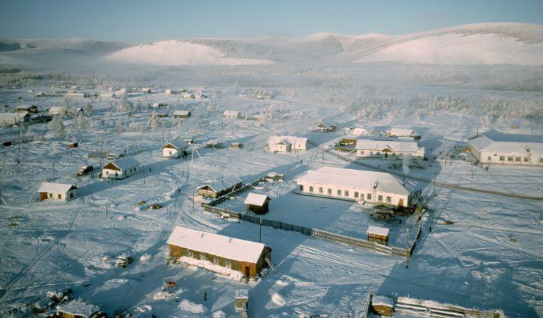La localidad registra una temperatura media de 50 grados bajo cero en invierno.