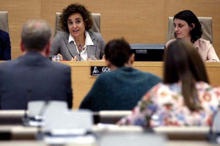 La Ministra de Sanidad, Dolors Montserrat, durante su comparecencia ante la Comisión de Derechos de la Infancia y Adolescencia