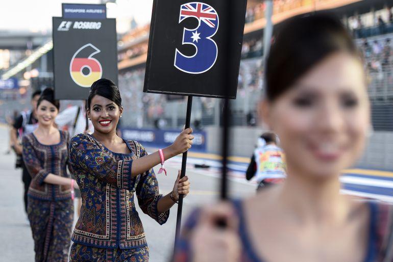 Varias azafatas en la parrilla del GP de Singapur.