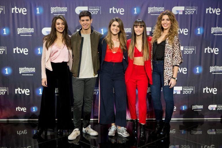 Los finalistas del concurso televisivo Operación Triunfo, Ana Guerra (i), Alfred Garcia (2i), Aitana Ocaña (2d) y Miriam Rodriguez (d) y la ganadora, Amaia Romero (c)