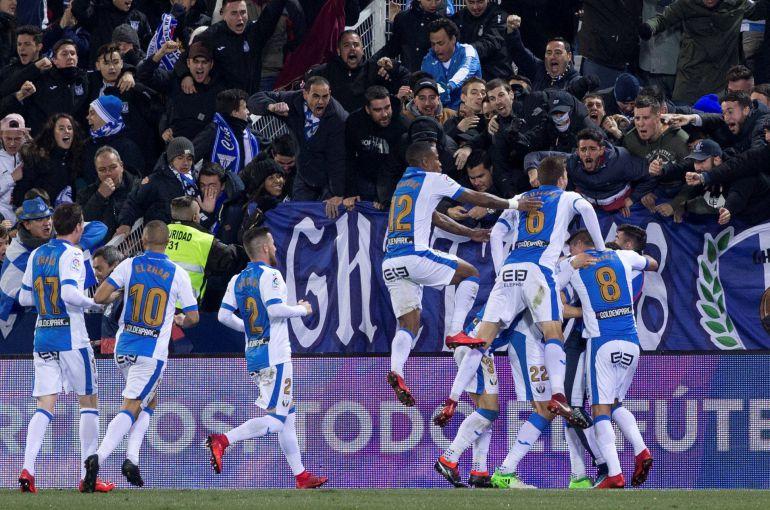 Los jugadores del Leganés celebran el gol del griego Dimitrios Siovas.