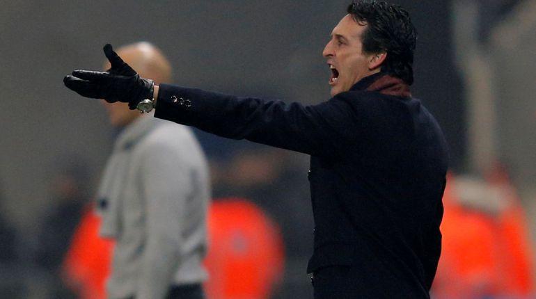 Emery ordena a su equipo durante el partido ante el Sochaux