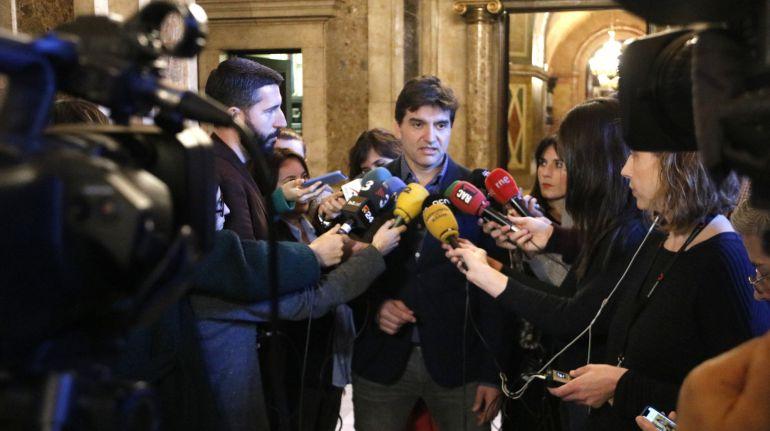 El portavoz de ERC, Sergi Sabrià, en declaraciones a los medios