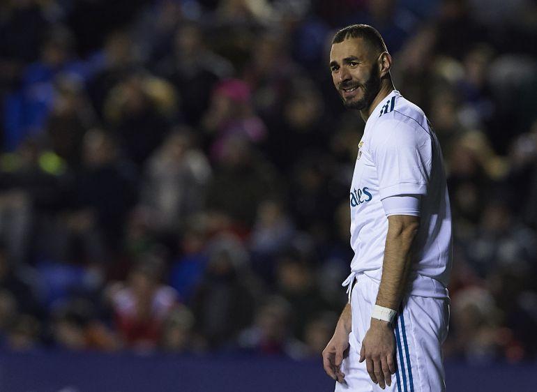 Benzema, durante un partido con el Real Madrid