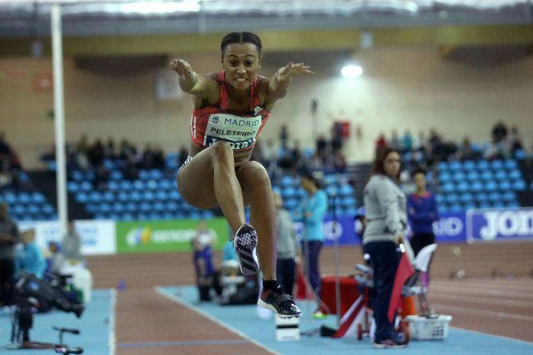 La atleta española Ana Peleteiro, durante su participación en la prueba de triple salto de la reunión de atletismo Villa de Madrid