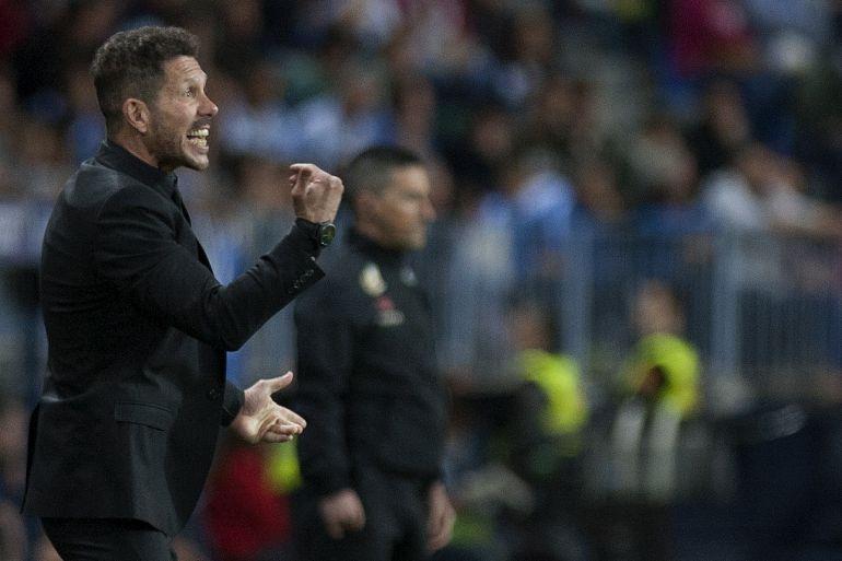 Simeone durante un encuentro del Atlético en La Rosaleda