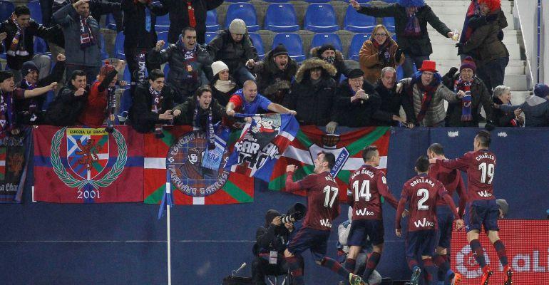Los jugadores del Eibar celebran el gol de la victoria