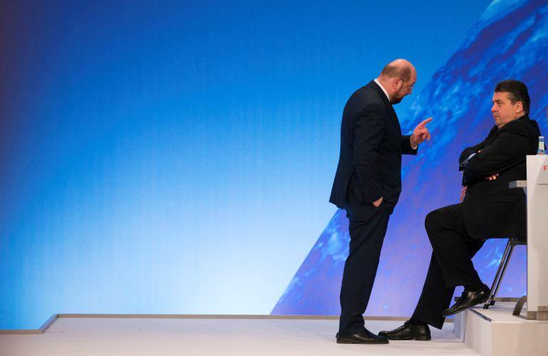 Schulz defenderá la gran coalición con Merkel ante las bases del SPD