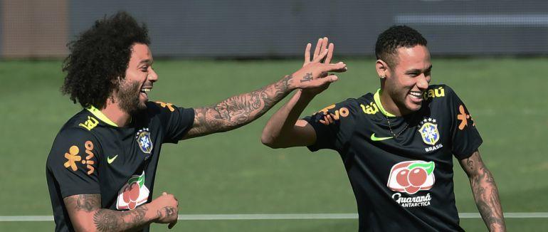 Marcelo y Neymar durante un entrenamiento con Brasil