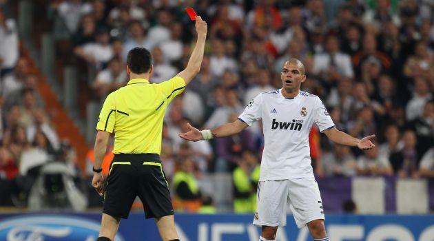 Momento en el que Pepe fue expulsado ante el Barcelona en aquel partido