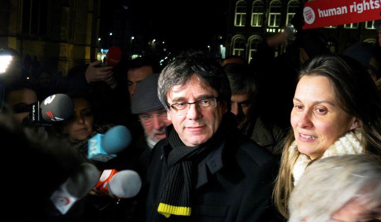 El expresidente catalán Carles Puigdemont durante una concentración en la localidad belga de Lovaina, organizada por la Asamblea Nacional Catalana (ANC) con motivo de los 100 días de su huida de España el pasado 6 de febrero.