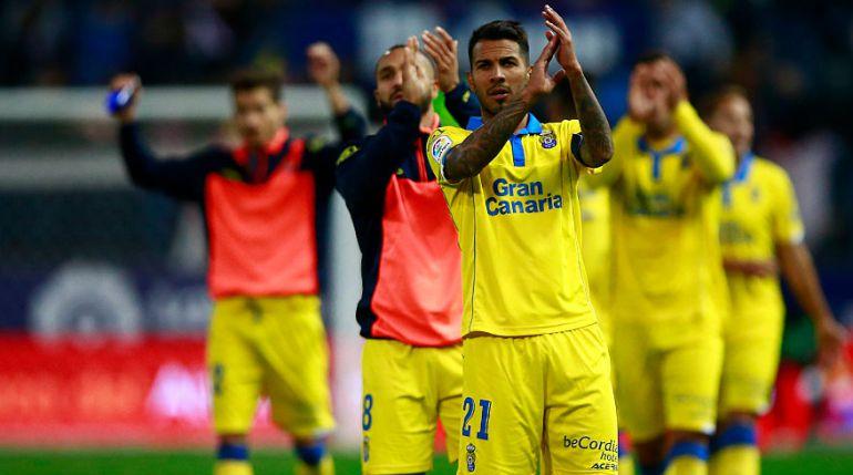 Jonathan Viera aplaude a la afición de Las Palmas