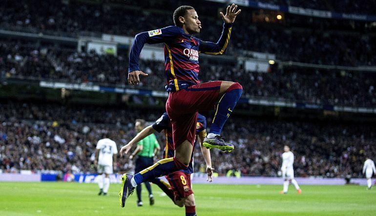 Neymar celebra su único gol en el Bernabéu