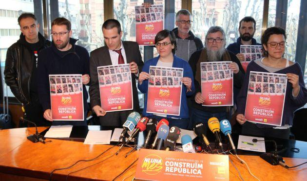 Mireia Boya, amb representants de la CUP a la seu del Col·legi d'Advocats de Lleida
