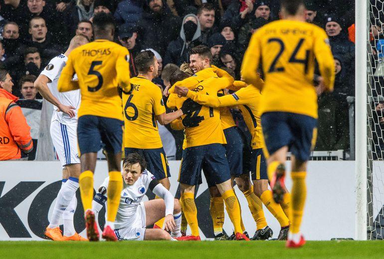 Los jugadores del Atlético de Madrid celebran el primer gol ante el Copenhague.