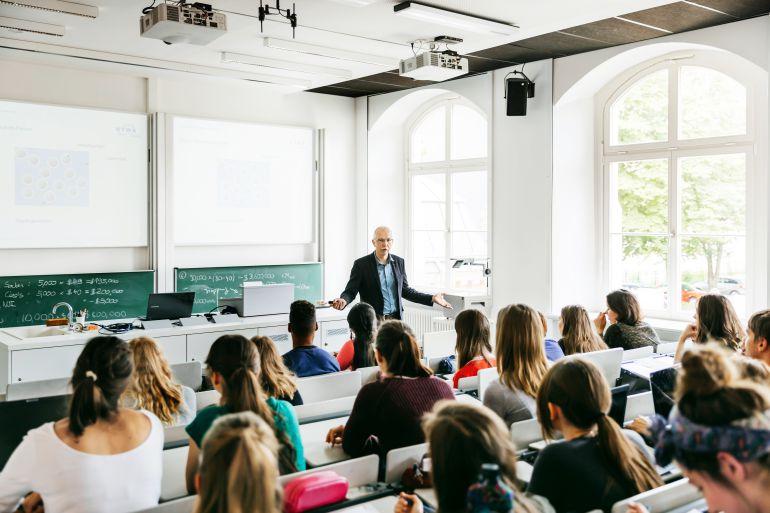Mujeres en la universidad: un 60% de tituladas y solo el 14% de las rectoras