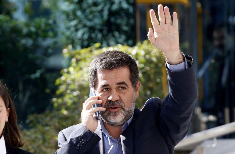 El líder de la Asamblea Nacional Catalana, Jordi Sánchez, en un receso antes de prestar declaración como investigado por sedición ante la Fiscalía de la Audiencia Nacional