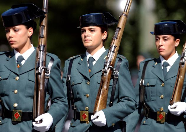 Tres agentes de la Guardia Civil.