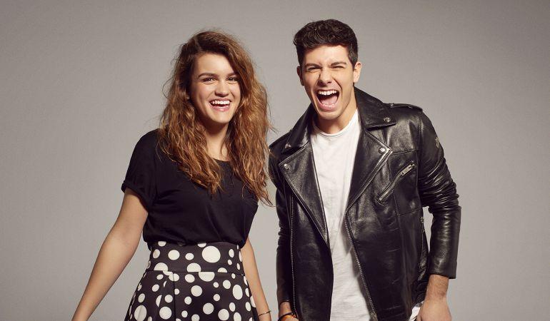 Amaia y Alfred, espontáneos y divertidos en sus posados para el Festival de Eurovisión.