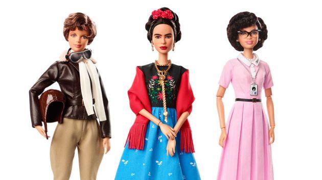 Las muñecas de Amelie Earhart (i), Frida Kahlo (c) y Katherine Johnson (d).